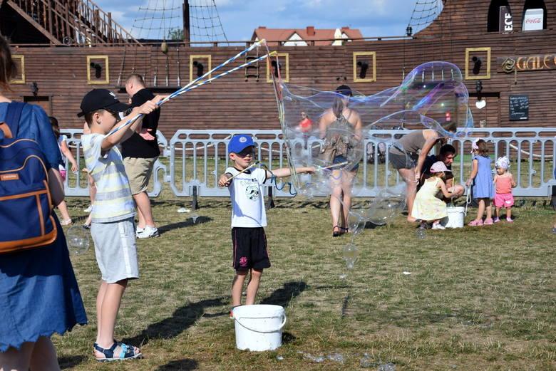 Bubble Day, czyli dzień bańki mydlanej nad skierniewickim zalewem [ZDJĘCIA]