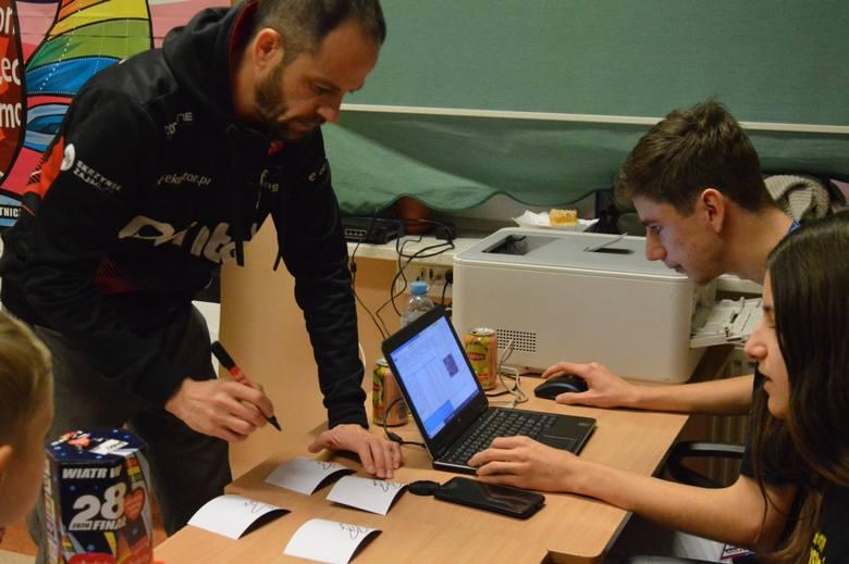 Żużlowcy i sztab szkoleniowy Stelmetu Falubazu Zielona Góra, jak co roku, byli na posterunku podczas finału Wielkiej Orkiestry Świątecznej Pomocy. W