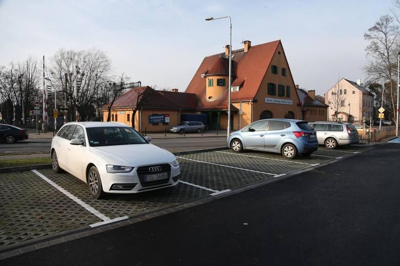 W wielu miejscach zaparkowanie graniczy z cudem. Nic więc dziwnego, że krew nas zalewa na widok mistrzów parkowania, którym pośpiech, lenistwo czy głupota