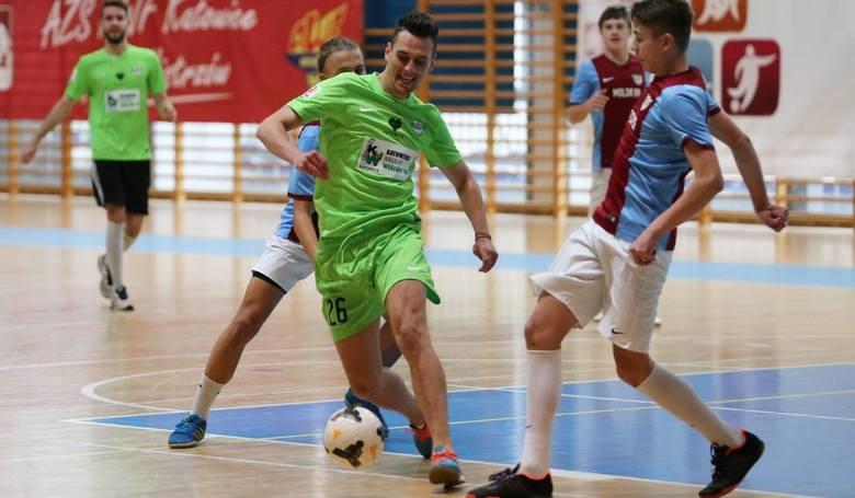 Arek Milik to wychowanek katowickiego Rozwoju. Sławomir Mogilan, to pierwszy trener i odkrywca talentu Arkadiusza Milika. W 2015 roku na boisku spotkały