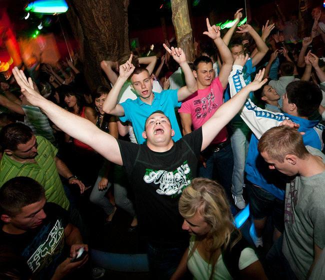 Jak wyglądały letnie imprezy w mieleńskim klubie Koko Bongo w 2011 roku? Zapraszamy do obejrzenia zdjęć z dyskotek!