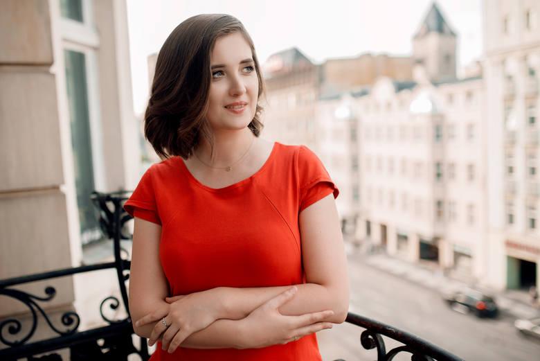 <strong>MUZYKA KLASYCZNA:</strong><br /> <br /> <strong>Ewa Fabiańska-Jelińska</strong><br /> Kompozytorka, muzykolog, improwizatorka. Kompozycji uczyła się od najmłodszych lat. Laureatka wielu prestiżowych, ogólnopolskich i międzynarodowych konkursów kompozytorskich.