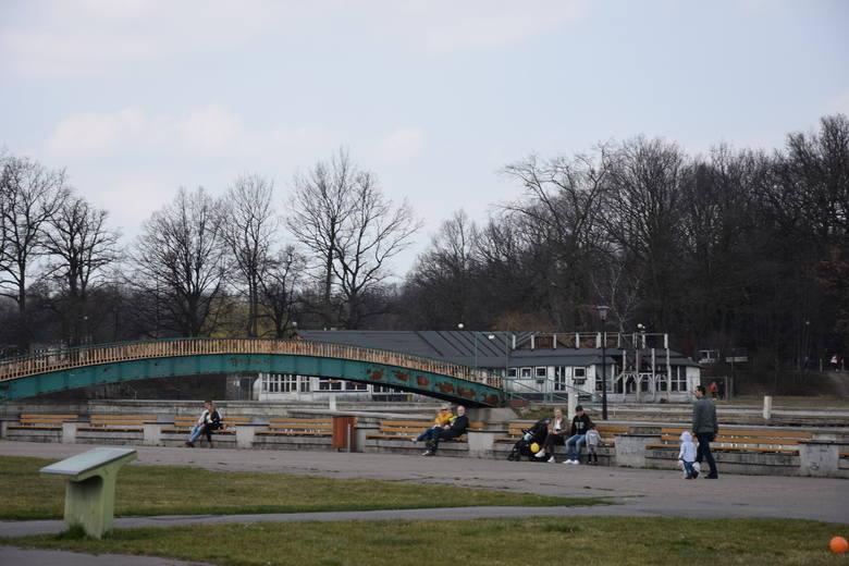 """Park Śląski pozostaje otwarty. Można wybrać się też do skansenu i do zoo lub przejechać się kolejką linową """"Elka"""""""