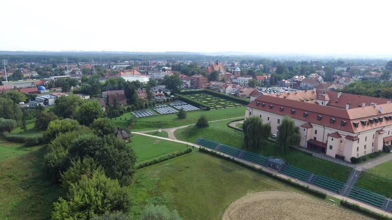 W centrum Niepołomic powstanie ogromny park. Będą deszczowe ogrody, pergole, hotele dla owadów