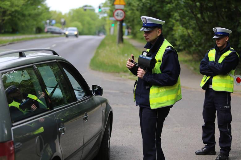 Nowe przepisy drogowe 2021. Szykują się spore zmiany dla wszystkich kierowców i pieszych. Niektórzy nazywają to nawet sporą rewolucją. Nowe pomysły są