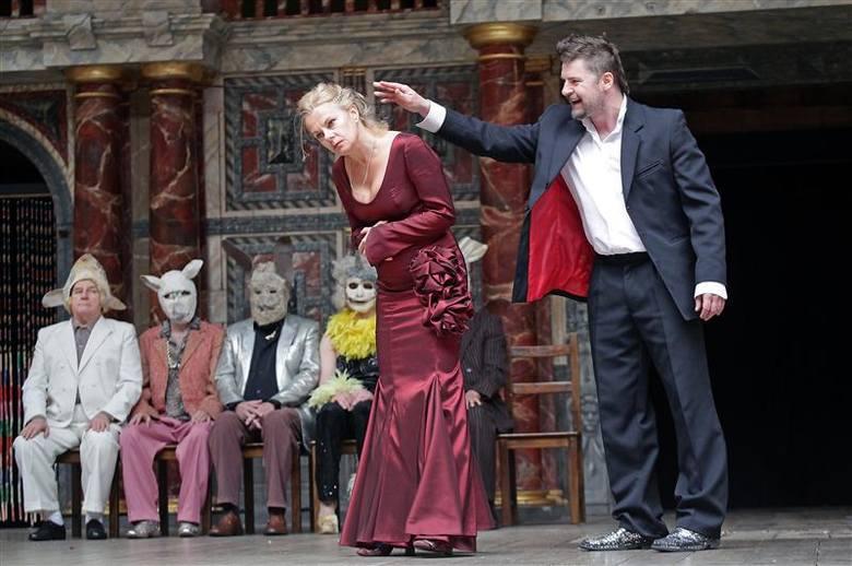 Widownia The Globe - pieczołowicie odtworzonej sceny elżbietańskiej - na występach opolan pękała w szwach. - Trudno opisać euforię widzów na zakończenie.