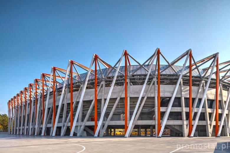 Dostawa i montaż konstrukcji stalowej na drugiej części dachu stadionu piłkarskiego w Białymstoku - ok. 3000 t