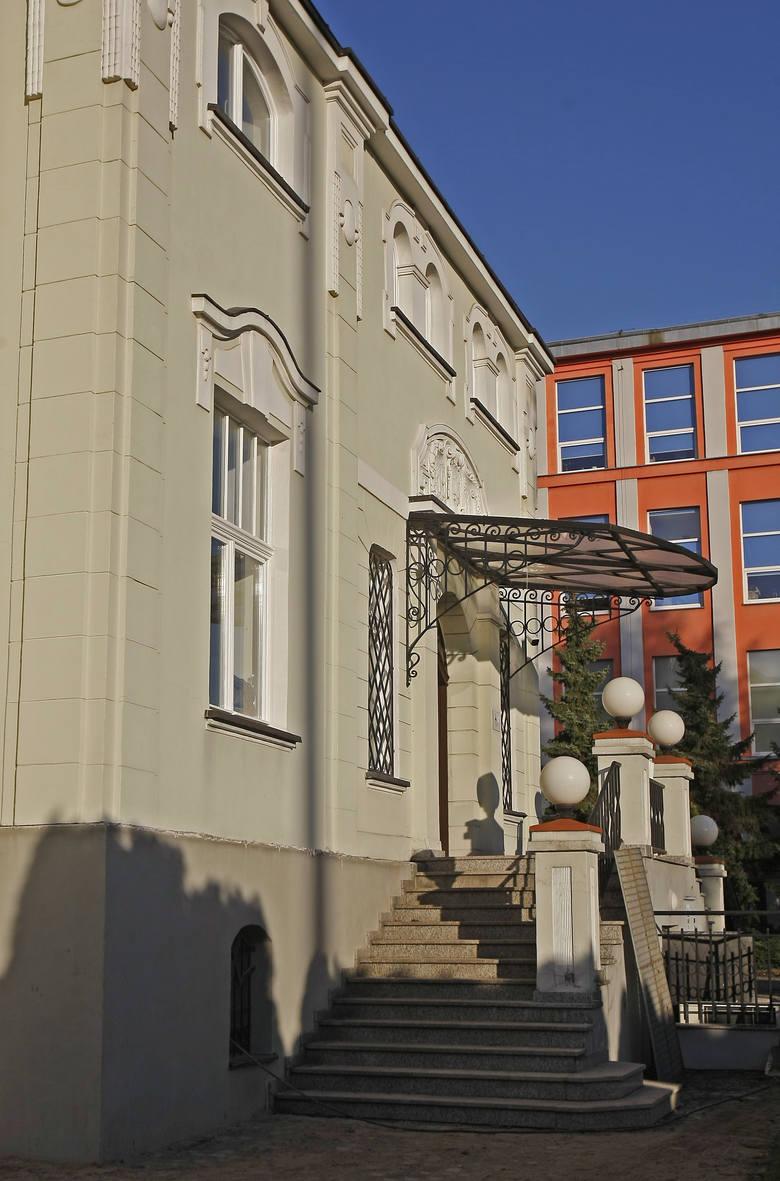 Na willi można dostrzec dwa style: odchodzącą secesję geometryczną i nadchodzący modernizm