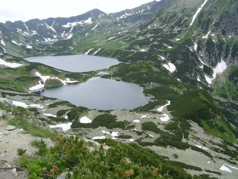 1. Dolina Pięciu StawówDolina Pięciu Stawów Polskich położona jest w Tatrach wysokich, na terenie Tatrzańskiego Parku Narodowego. Jest to polodowcowa