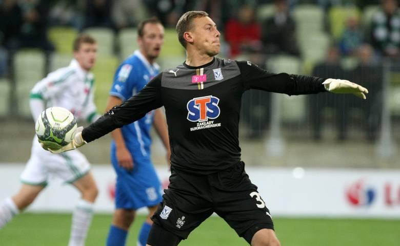 Do Lecha trafił z Bytovii Bytów przed sezonem 2013/14. Wydawało się, że trudno mu będzie wyprzeć ze składu Jasmina Buricia i Krzysztofa Kotorowskiego,