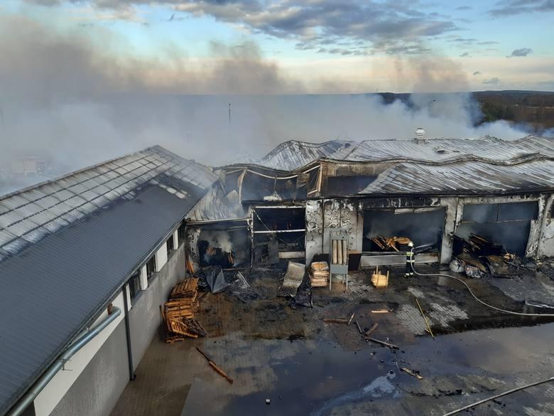 Siedem milionów złotych - to szacunkowe straty po pożarze w zakładzie stolarskim w miejscowości Kornica koło Końskich. O pożarze straż pożarną zawiadomiono