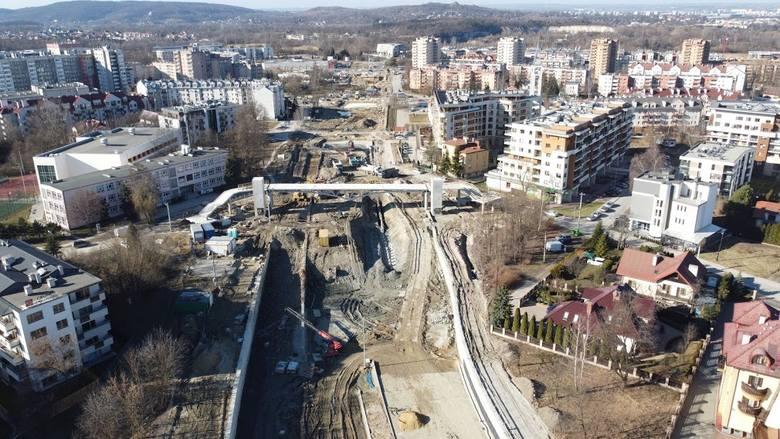 Trwa budowa Trasy Łagiewnickiej w Krakowie. Prace prowadzone są m.in. w rejonie Ruczaju.
