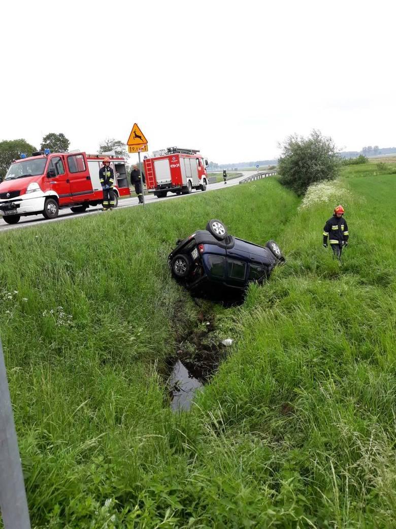 """Do wypadku doszło w piątek, 18 maja. 42-letnia kobieta jadąc ulicą Polną chciała przejechać przez krajową """"10"""" do miejscowości Kierz."""