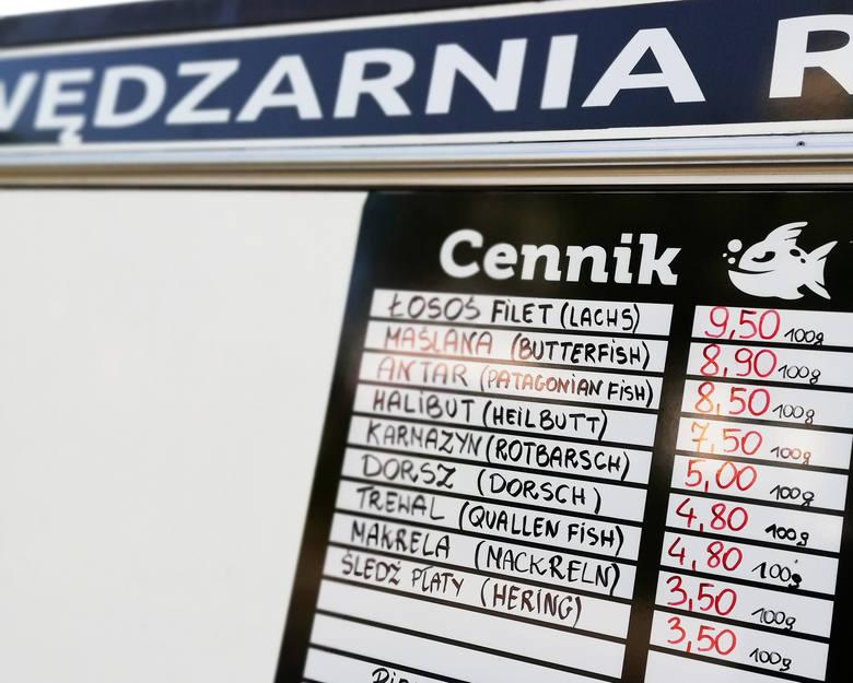 Przegląd cen nad polskim morzem w sezonie 2019. Ile trzeba zapłacić za smażoną rybę, po ile jest ryba wędzona, ile kosztują gofry, kręcone lody, dania