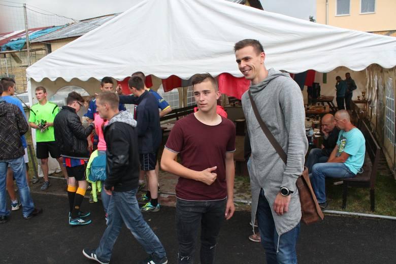 Uczestnicy turnieju chętnie fotografowali się ze sportowcami - szczeglnie z Mariuszem Wlazłym.