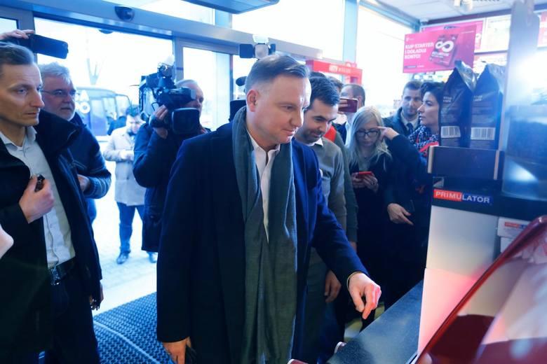 20.02.2020 lowiczduda bus rusza w trase n/z andrzej duda na stacji orlenfot. adam jankowski / polska press