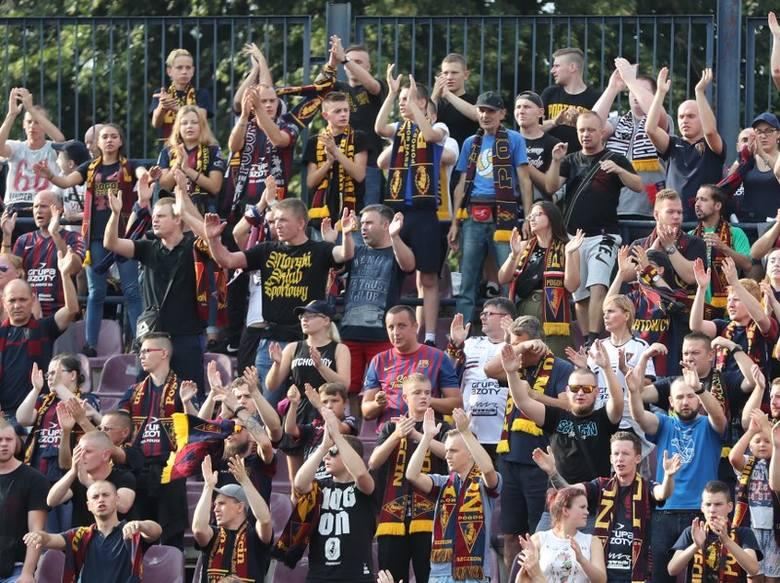 Blisko cztery tysiące kibiców oglądało zwycięstwo Pogoni Szczecin z Arką Gdynia. W końcówce Portowcy musieli grać w dziesięciu i wtedy publiczność wstała
