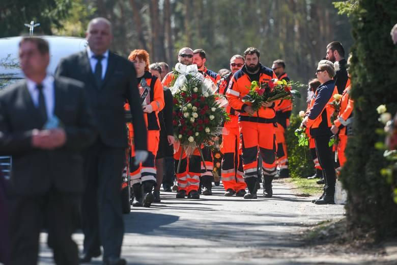 Do wypadku w Puszczykowie doszło na początku kwietnia. Zginął lekarz oraz ratownik medyczny. Kierowca karetki, który przeżył wypadek, został właśnie oskarżony. Zarzucono mu spowodowanie katastrofy w ruchu lądowym. Nie przyznaje się do winy, odmówił składania wyjaśnień.
