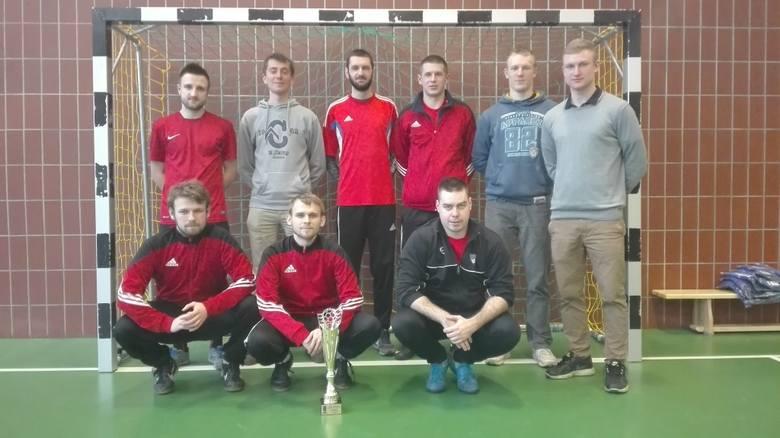 Zespół Czerwonych Diabłów obronił tytuł mistrzowski zdobyty w poprzednim sezonie halowym w grupie open