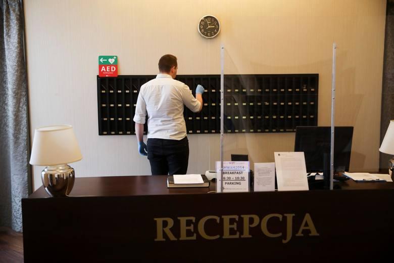 9 (ex aequo). Recepcjoniści, sprzątaczki, pokojowe oraz inni pracownicy hoteli, hosteli, pensjonatów, schronisk. Jedyną szansą na odbudowę przychodów