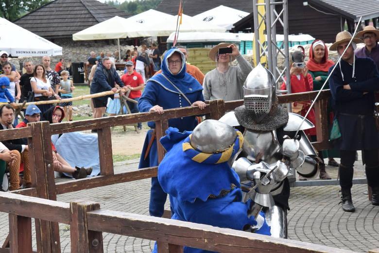Na zamku Ogrodzieniec odbył się turniej rycerski. Obserwowało go kilka tysięcy turystów z całej Polski