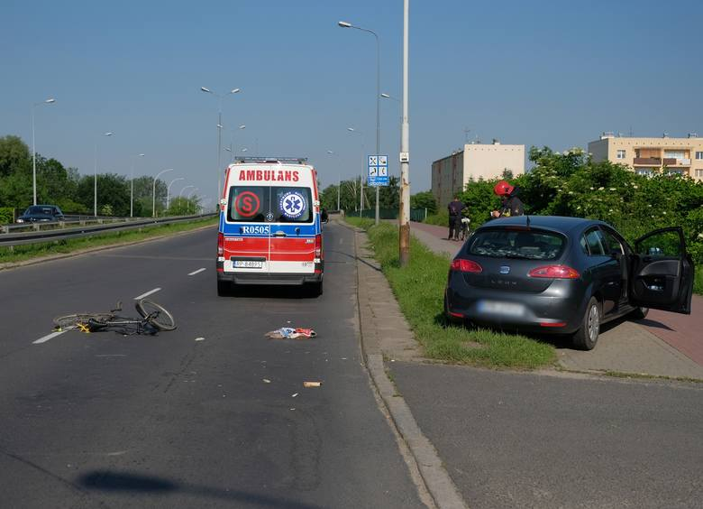 Do zdarzenia doszło w poniedziałek po godz. 16 na ul. Lwowskiej w Przemyślu. - Rowerzysta, 60-letni mieszkaniec Przemyśla skręcając w lewo z ul. Lwowskiej