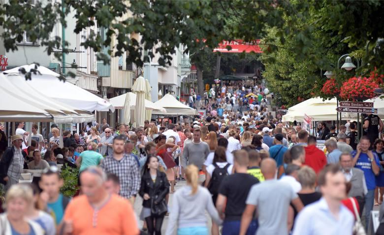 """Tłumy turystów co roku spacerują traktem w ciągu ulicy Bohaterów Monte Cassino, potocznie zwanej """"Monciakiem"""""""