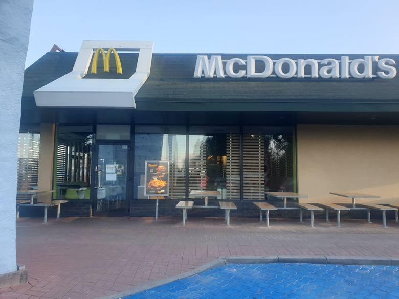McDonald[/apos/]s otwarty 1 stycznia, w Nowy Rok? Czy McDonald[/apos/]s jest dziś czynny? Czy McDonald[/apos/]s jest otwarty 1 stycznia 2021