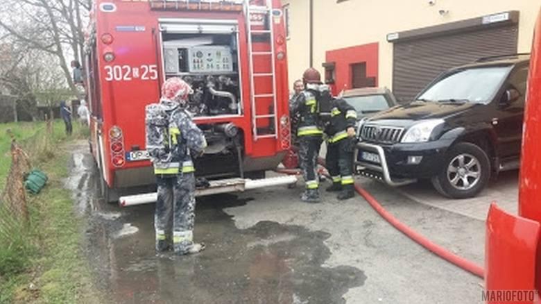 Kiedy strażacy przyjechali na miejsce, okazało się, że w ogniu stoi blaszany garaż, w którym przechowywane są różne maszyny. Strażacy ugasili płomie