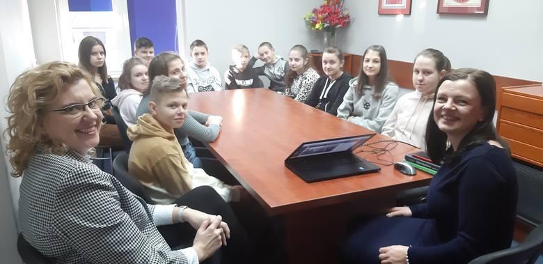 Goworowo. Podsumowanie warsztatów Junior Media - wizyta w redakcji Tygodnika ostrołęckiego
