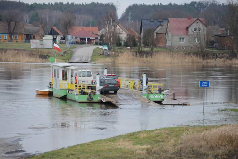 1 stycznia nieczynne są wszystkie przeprawy promowe w Lubuskiem. Nie kursują promy w Milsku, Pomorsku, Brodach i Połęcku. Przypominamy, że promy w Lubuskiem