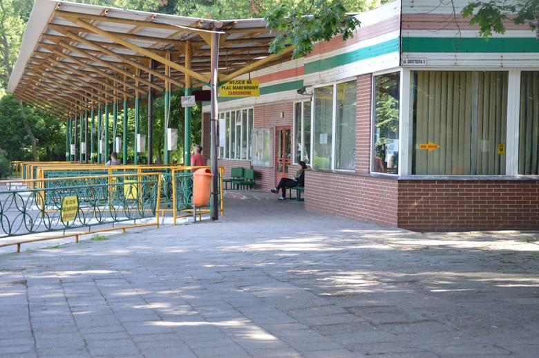 Autobusy mają stać  przy dworcach PKP