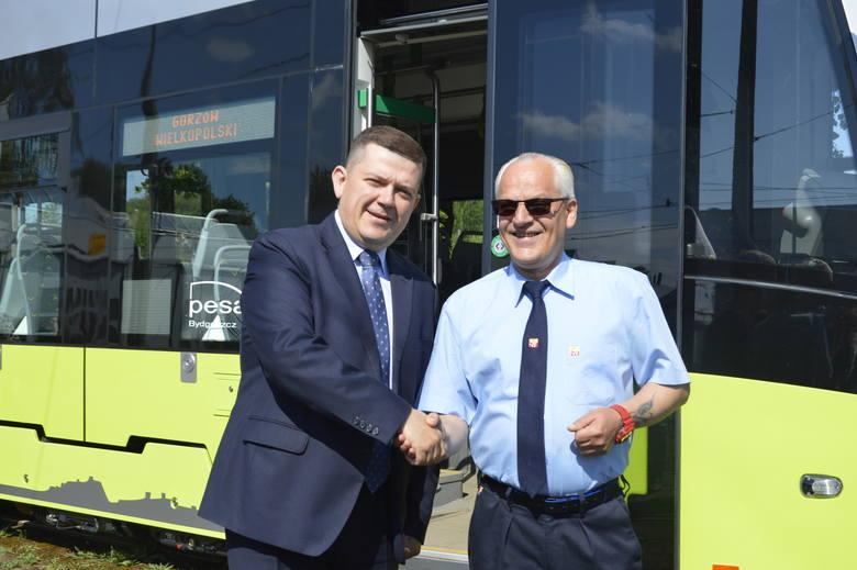 W maju 2019 w Gorzowie witaliśmy nowe tramwaje. Wśród witających był prezydent Jacek Wójcicki. Wszystko wskazuje na to, że nie będzie nowym składom dane pojechać nową linią przez ul. Piłsudskiego i Górczyńską...