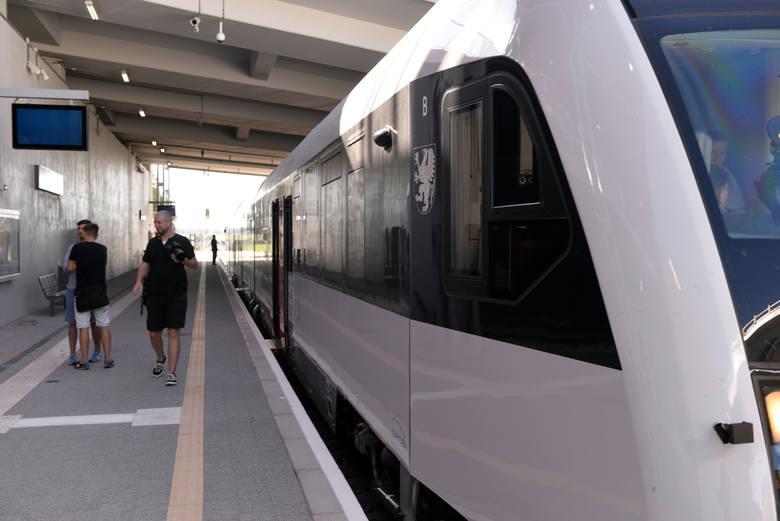 Pomorska Kolej Metropolitalna gotowa do startu. Pierwsi pasażerowie chwalą komfort jazdy [WIDEO]