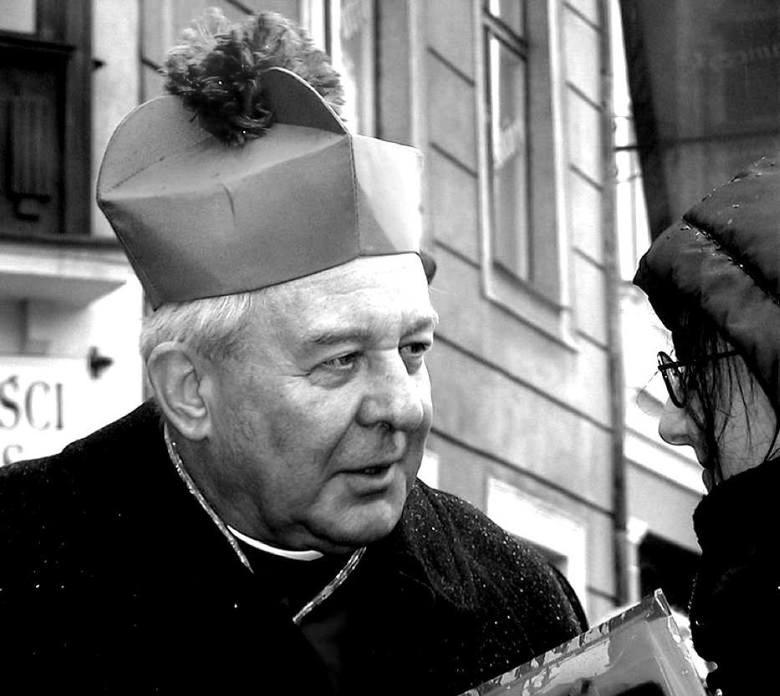 Abp Stanisław Gądecki nie chciał odpowiedzieć na pytanie czy faktycznie poznańska katedra miała być miejscem pochówku abpa Juliusza Paetza. Jednak jak