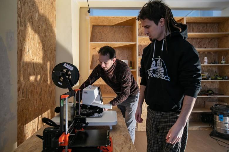 Warsztaty stolarskie, krawieckie, drukowania 3D, otwarta przestrzeń działań, a także wymiana umiejętności i doświadczeń - to wszystko czeka na Was w