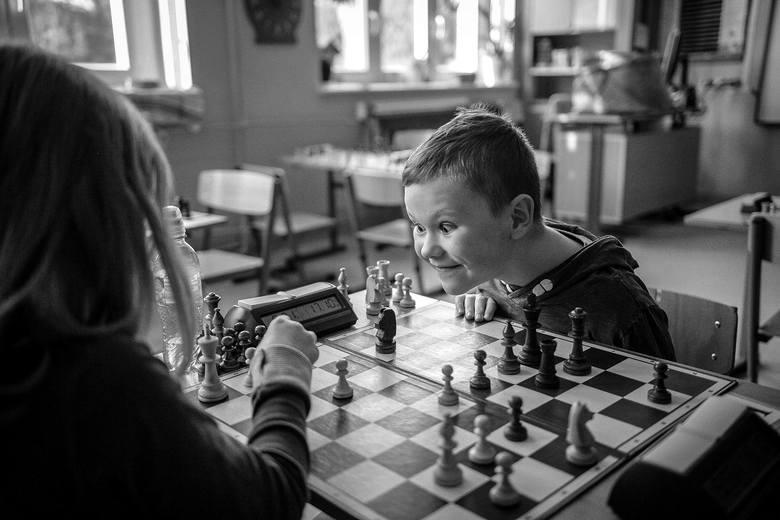 Zdjęcie pojedyncze - III miejsce w kategorii LUDZIEGdańsk. Młodzi adepci gry w szachy podczas szkolnego turnieju.17 listopada 2018
