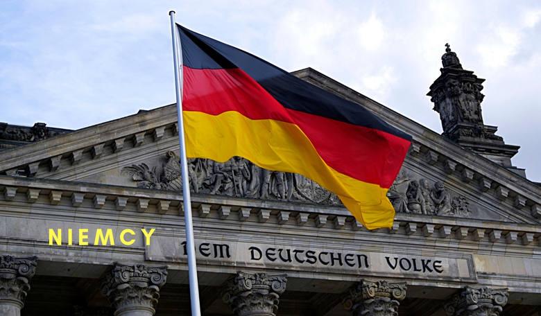 Niemcy podnieśli wiek emerytalny. Kiedyś i kobiety, i mężczyźni przechodzili na emeryturę po 65 r. ż. Teraz wiek emerytalny jest wyższy o dwa lata:-
