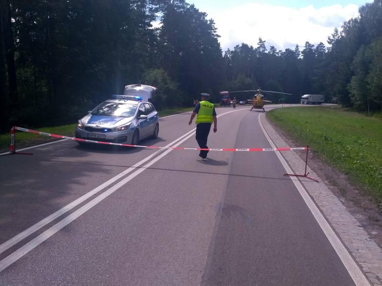 Straż: Śmiertelny wypadek na DK 19. Samochód ciężarowy zderzył się z osobowym. Droga zablokowana [ZDJĘCIA]
