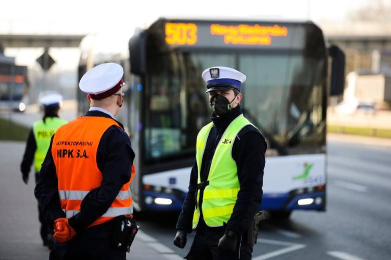W Małopolsce pod kątem sanitarnych obostrzeń skontrolowano 436 środków transportu