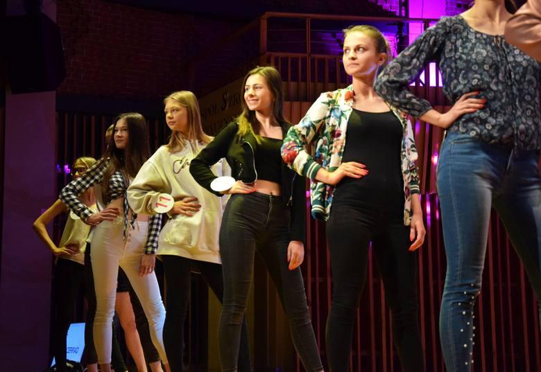 Kilka godzin przed rozpoczęciem uroczystej gali finałowej Miss Ziemi Radomskiej 2019, kandydatki przeprowadziły próbę generalną. Zobaczcie zdjęcia!ZOBACZ