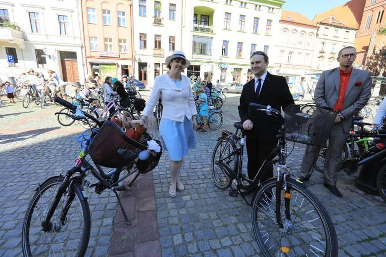W sobotę (19 maja) ulicami Torunia przejechała Elegancka Rowerowa Masa Krytyczna! Cykliści wystartowali o godz. 16:00 z Rynku Nowomiejskiego. Trasa przejazdu