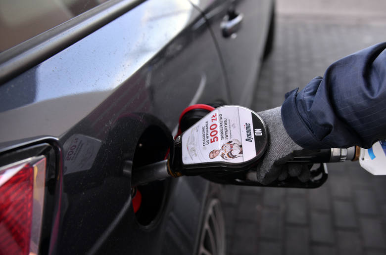 Paliwa na opolskich stacjach w dalszym ciągu tanieją, jednak skala obniżek jest coraz mniejsza i po dwóch z rzędu tygodniach spadków cen benzyn i oleju