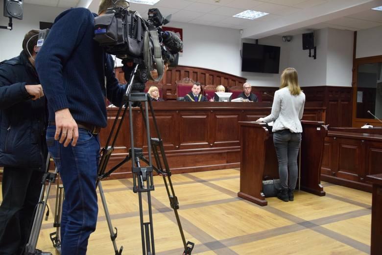 Przed Sądem Okręgowym w Słupsku ruszył proces w którym na ławie oskarżonych siedzi Daniel M. z Debrzna, oskarżony o to, że ponad 20 lat temu zabił swoją