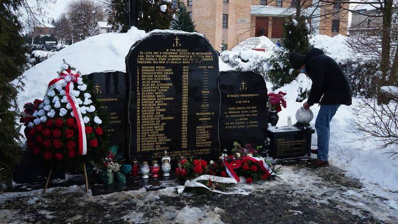 Bielsk Podlaski. Modlitwa - upamiętnienie męczeńskiej śmierci furmanów, ofiar oddziału Romualda Rajsa Burego [ZDJĘCIA, WIDEO]