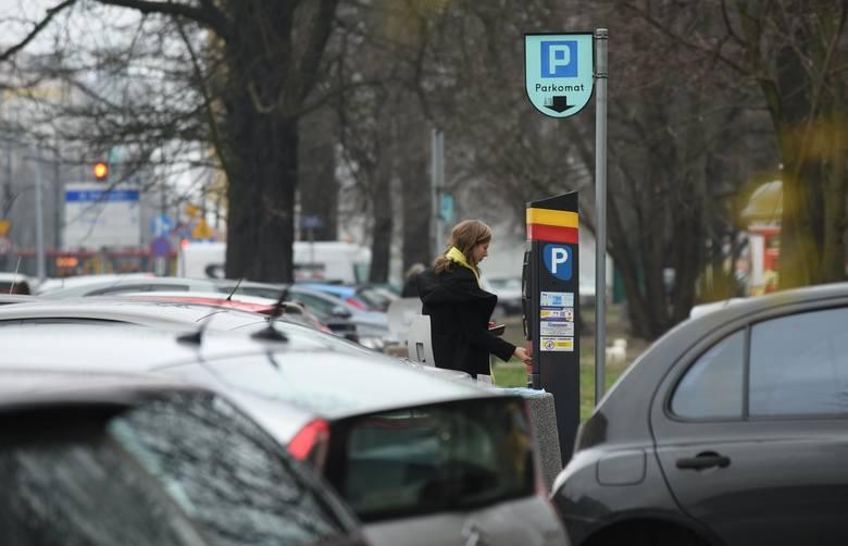 Wyższe opłaty za parkowanie w Łodzi mają służyć rotacji aut na parkingach czy zasileniu budżetu?