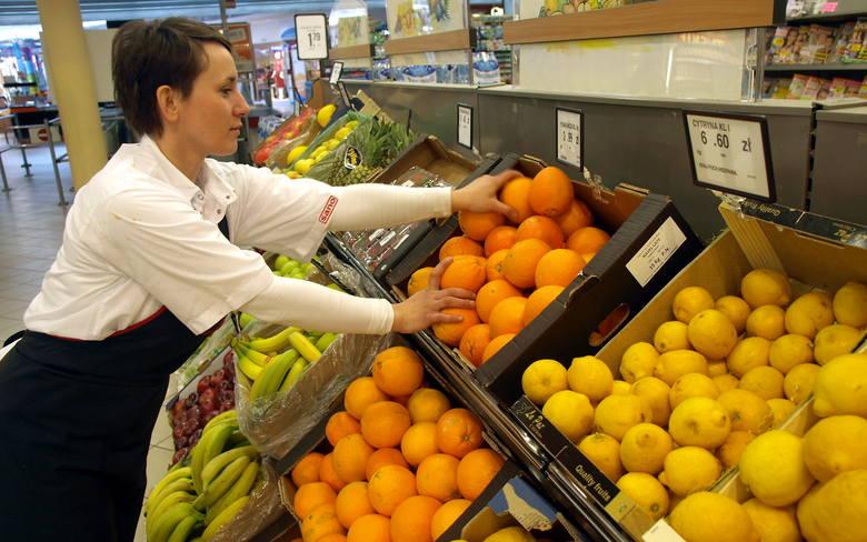 Koszalin. Robimy zakupy na weekendW sklepach w Koszalinie taniej kupimy warzywa i owoce.