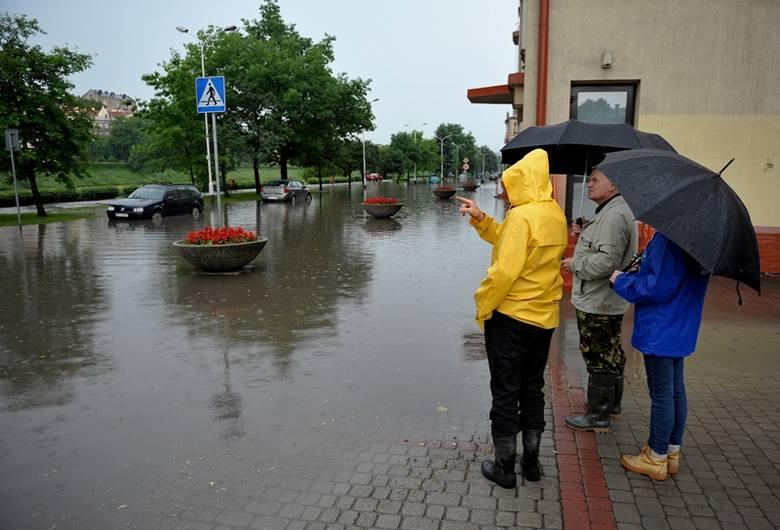 Najgorzej było na Wybrzeżu Ojca Świętego Jana Pawła II oraz pod wiaduktami na ul. Sportowej i Krasińskiego.