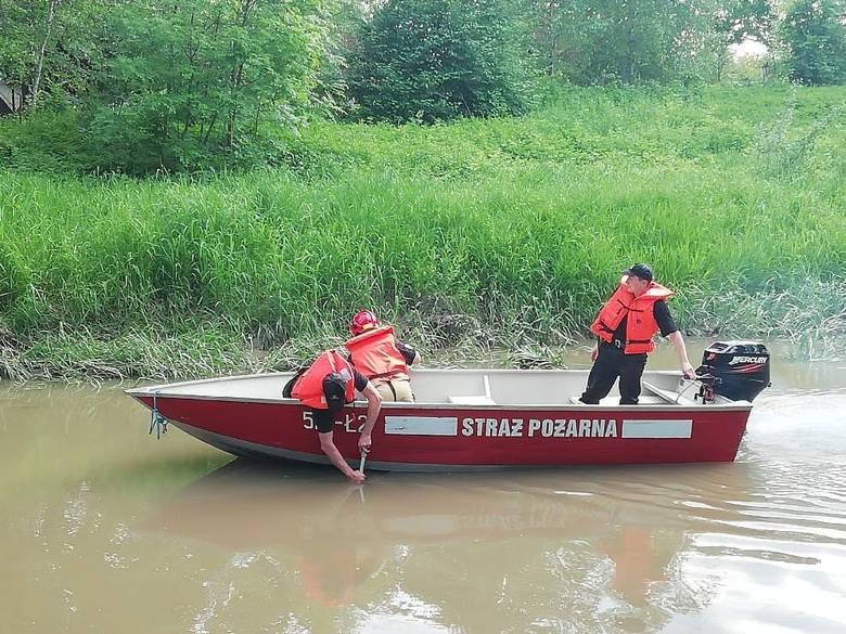 W Przeworsku w rzece Mleczce topi się człowiek. Trwa akcja ratunkowa [ZDJĘCIA]