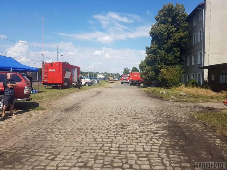 Podejrzewanych o podpalenie magazynu, w którym znajduje się nielegalny skład odpadów komunalnych, zatrzymali policjanci z Komendy Miejskiej Policji w